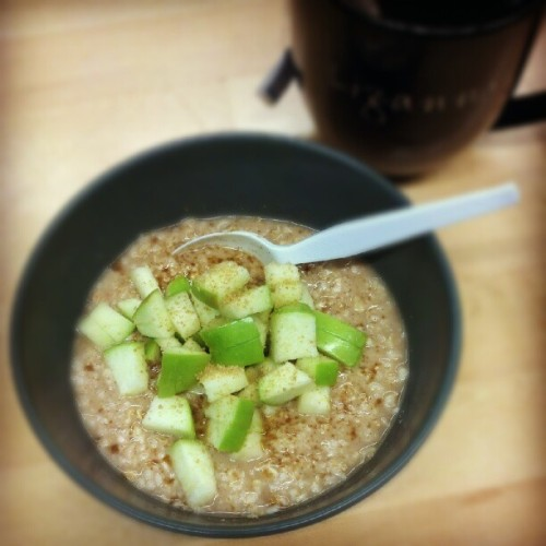 Breakfast!  #oatmeal #greenapple #cinnamon #rawsugar #englishtea #morning #vegan #healthy #veganfoodshare #naturallyvegan