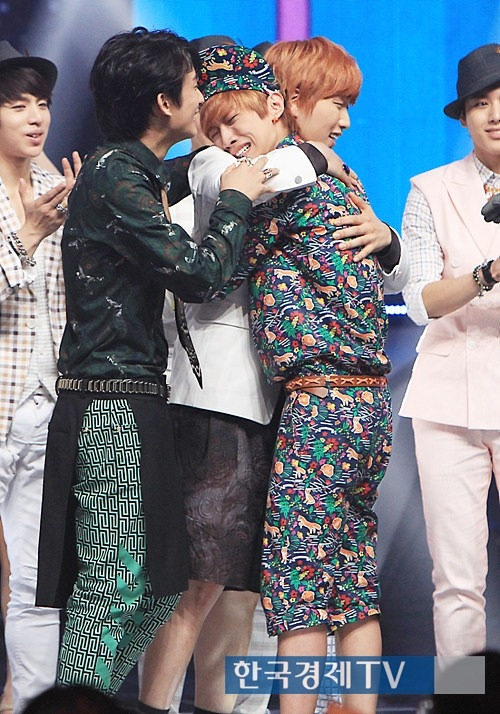 jojojomz:  This is the leader of our lovely group B1A4 Jinyoung who cannot contain himself because they waited for this time to come. The time when they will win for the 1ST TIME. I'm so proud for them, they think of their fans too much that they said that they are going to work harder for us.  ♥