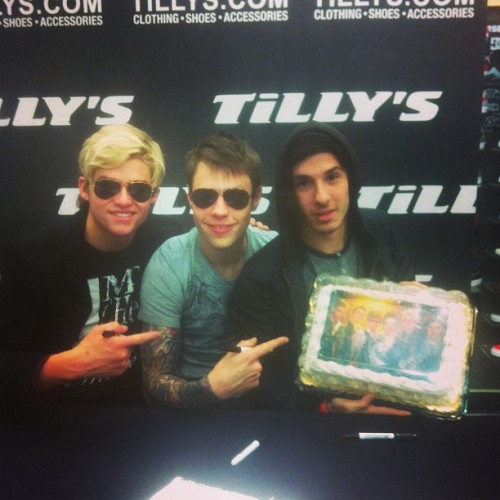 A fan brought us a cake at our @Tillys signing today!  (at Tillys)