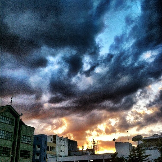 Magic hour moment over #nairobi (at Cranium Ink @ Apic Centre)