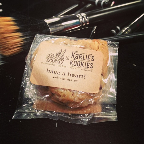#backstage #Photo Breakfast @karliekloss #karlieskookies @momomilkbar #nyfw @feedprojects 📷🍪