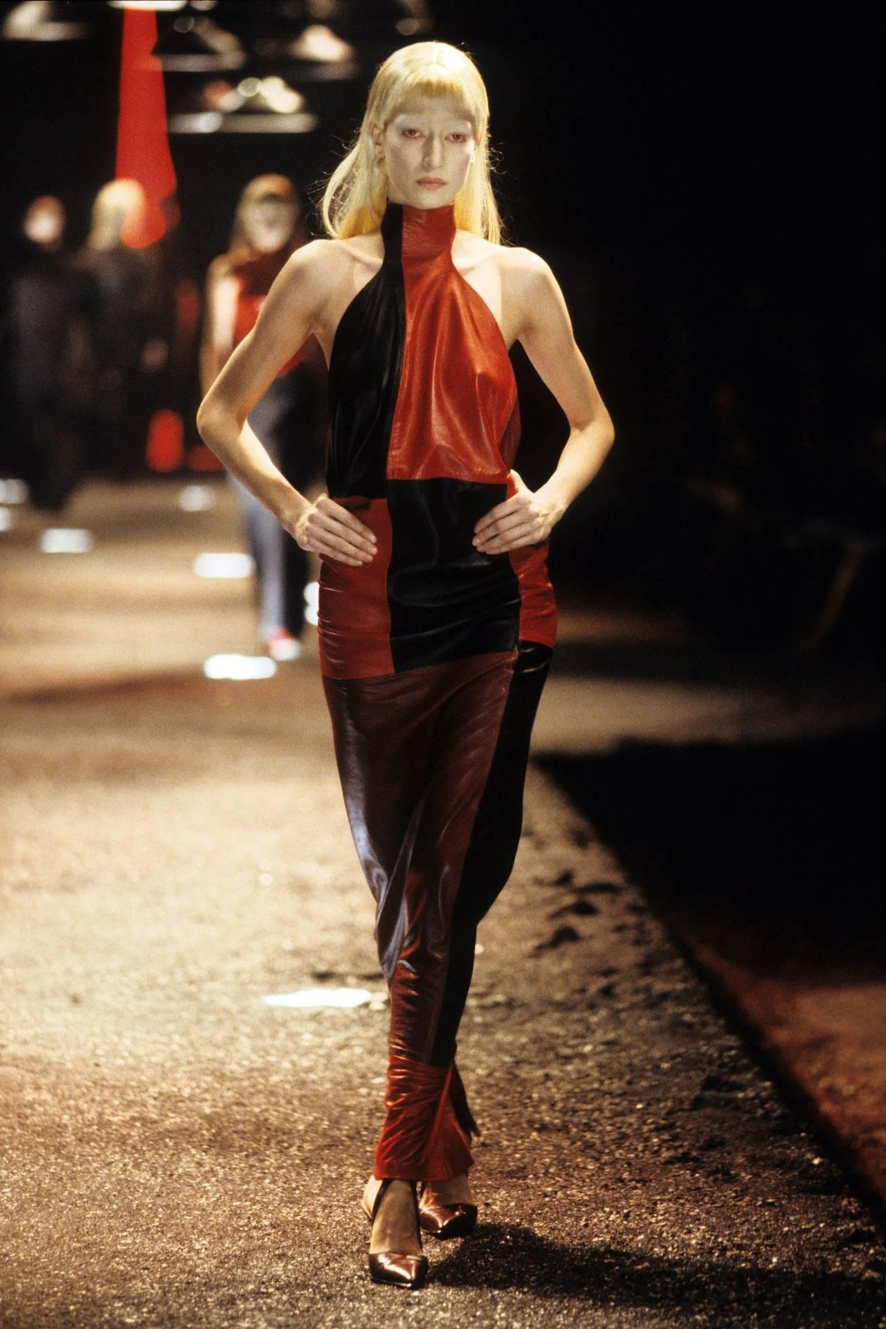 Alexander McQueen - Fall 1998 RTW #fashion#fashion show#alexander mcqueen #fall 1998 rtw #1998#supermodel#original supermodels#supermodels#90s#90s aesthetic#90s fashion#runway#model#models#beautiful#haute couture#couture#glamour#paris#milan#london #new york city