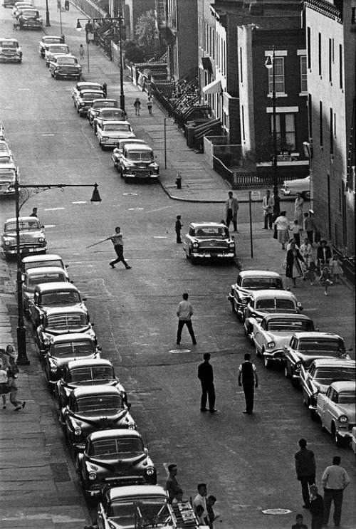 fuckyeahvintage-retro:  Kids playing stickball in the street. Brooklyn, 1959 © Bruce Davidson
