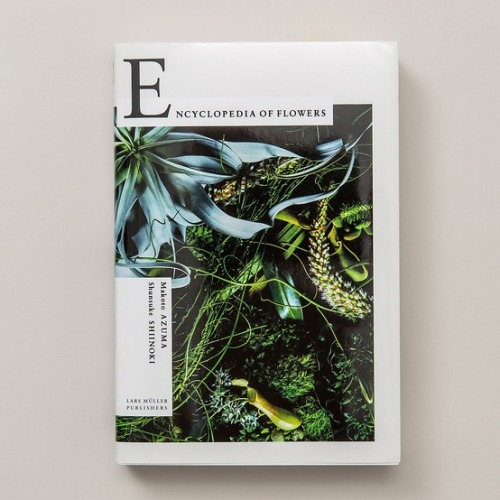 chasinglinnaeus:    Encyclopedia of Flowers   This needs to make its way onto my bookshelf.