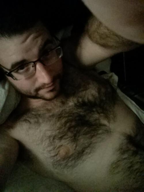 cubskers:Pre-bedtime selfie!Much fur. So hot.