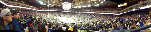snuck down to almost courtside with bonny for the dubs bobcats game! free chicken nuggets for everyone too ommggggg