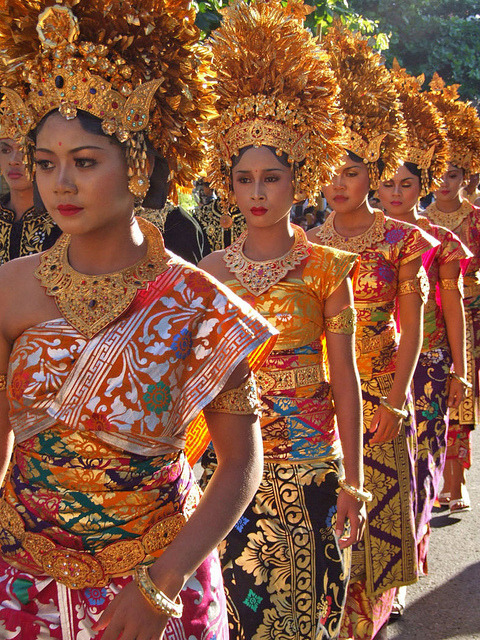 universalbeauty:  Women in traditional Balinese dress, Bali, Indonesia.