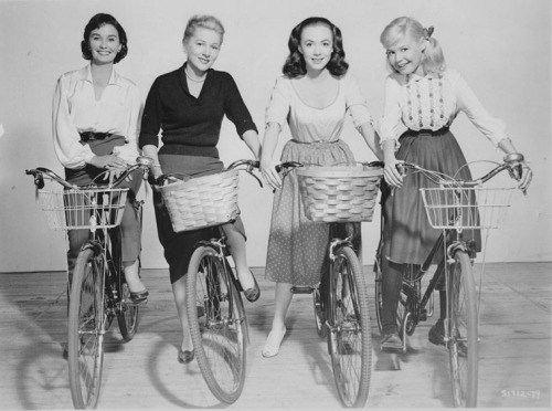 theniftyfifties: Jean Simmons, Joan Fontaine, Piper Laurie, and Sandra Dee on bicycles.   €£€