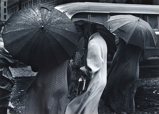 snowce:  Pirkle Jones, Figures in the Rain, San Francisco, 1955