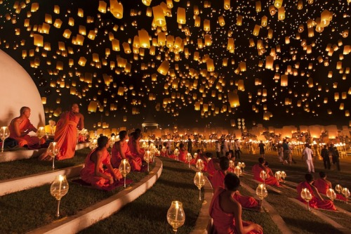 jaymug:  Yi Peng lantern festival in Thailand  I was there this past New Year's Eve! Absolutely breathtaking!