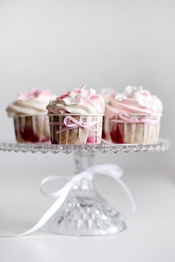 prettie-sweet:  (via Pink Preppy Lilly Lover: Pink & Green Thursday: Cupcake Flowers)
