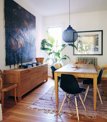 This space uses black as a weight, pulling this room together.