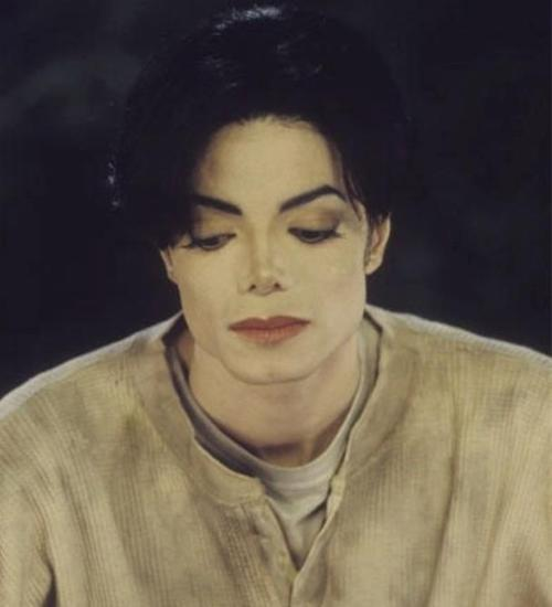 "myinspirationmj: ""I just wish people would leave me alone to get on with my life. I'm just a person who wants to be honest and do good, make people happy and give them the greatest sense of escapism through the talent God has given me. That's where my heart is, that's all I want to do. Just let me share and give, put a smile on people's faces and make their hearts feel happy""   Michael Jackson -  During a UK Daily Mirror newspaper interview in 1999 via UK Loves MJ"
