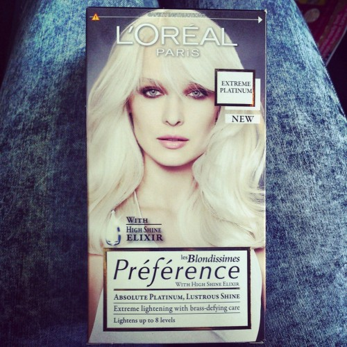 luxuriousr0se:  Dying my hair either today or tomorrow excited!