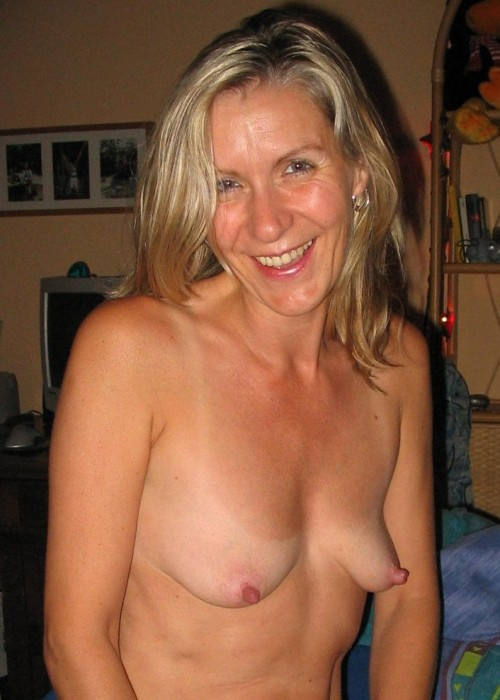 Nude mature woman saggy breasts