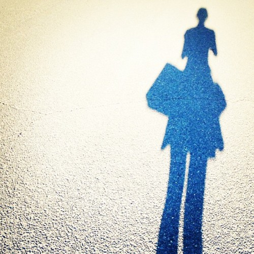 I'm coming home 🚶🚶🚶#shadows #afternoon #walking #instadaily #shopping #selfie? #instagood  (at otw home)