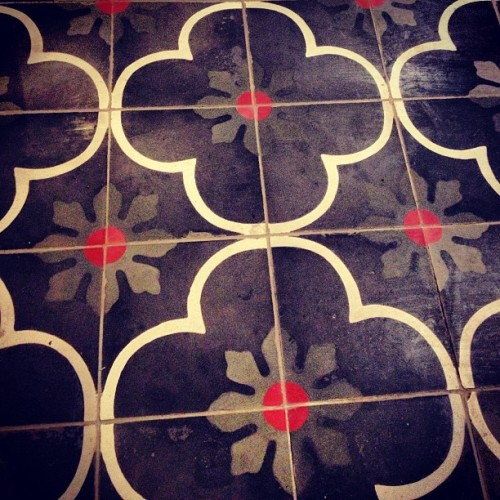 jessicasetiawan:  #ceramic #tile #design at Ideas (at Pondok Indah Mall)
