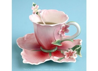 l3ritt:  Hibiscus teacup. on We Heart It - http://weheartit.com/entry/61943358/via/l3ritt   Hearted from: http://pinterest.com/pin/188940146838112427/