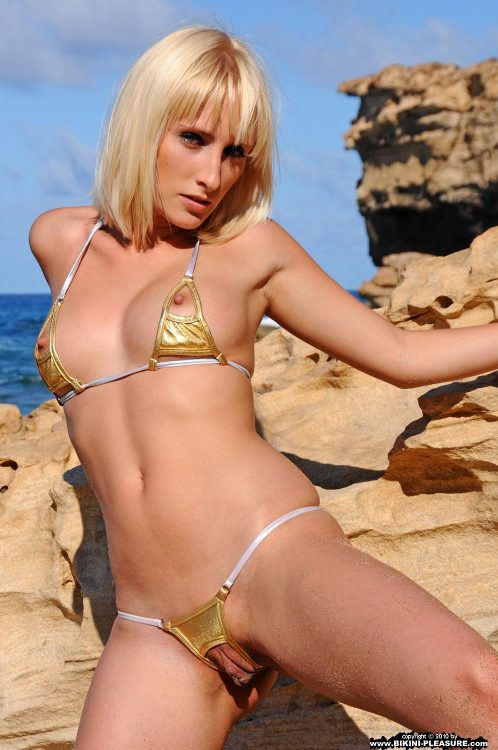Blonde dressing hot bikini