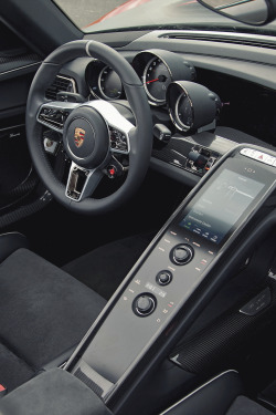 exclusive-pleasure:  918 Spyder   Centre console is clean