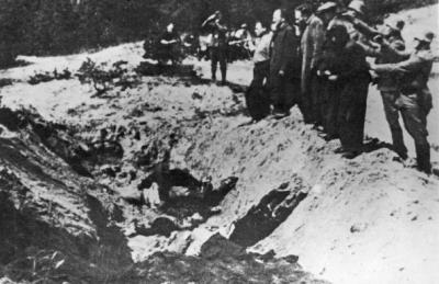 ramirezbundydahmer:  Nazi SS Special Commanders line up Kiev Jews to execute them with guns and push them in to a ditch, already containing bodies of victims.