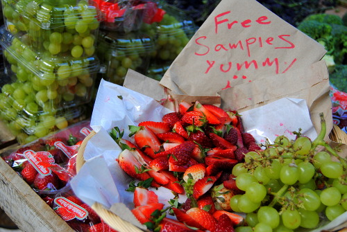 Now this is my kind of free sample! I bought some strawberries. I'm really into blending together strawberries, apple juice and iced green tea at the moment. I can never say no to affordable organic!