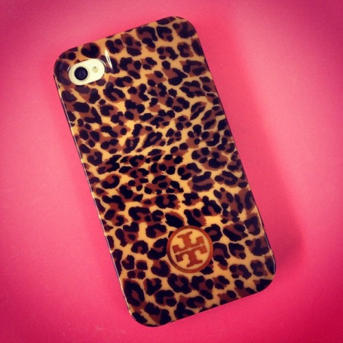 Finally got a new #phonecase #yayy #cheetah #toryburch #iphone4s #pink #love #girly #instapic #instalove