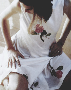 "supermodelobsession:  Vogue Paris May 1990""Au nom de tous les roses""Model: Gail ElliottPhotographer: Francois Halard"