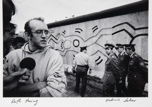 artistandstudio:  Keith Haring in front of the Berlin Wall - Vladimir Sichov