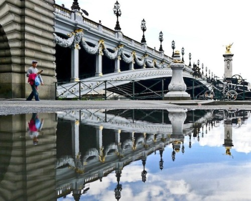 indefenseofart:  Feeling nostalgic about Paris today and this amazing reflective photoseries by Paris-based art historian and photographer Joanna Lemanska is the perfect antidote.  Wow! I want to go do a photo series like this. But CA kinda needs rain to do that…:)