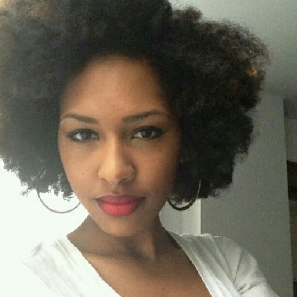 cottonhair:  naturalhairdaily:  That fro though! @_thesociallight #Naturalhair #teamnatural #afro  Freaking STUNNING!