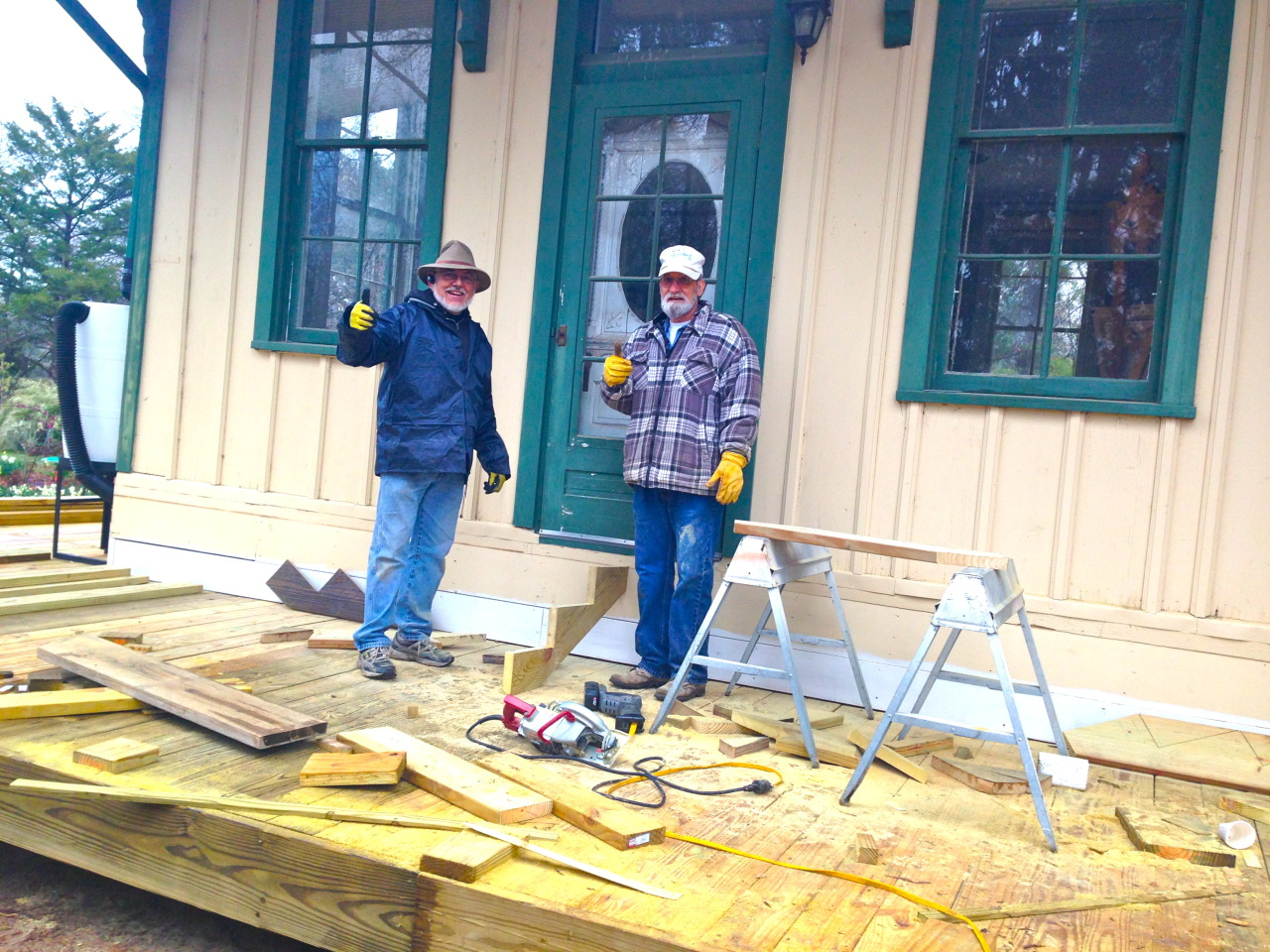 Our heroes, Charlie and Don deck the depot - last day.