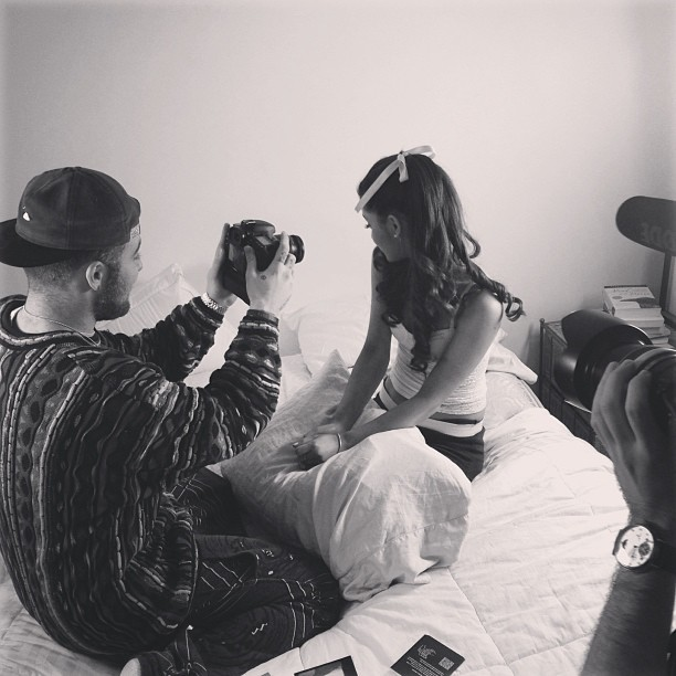 tumblr mi0f8gxv3J1rx1ocfo2 1280 Mac Miller Appears In Ariana Grandes New Video