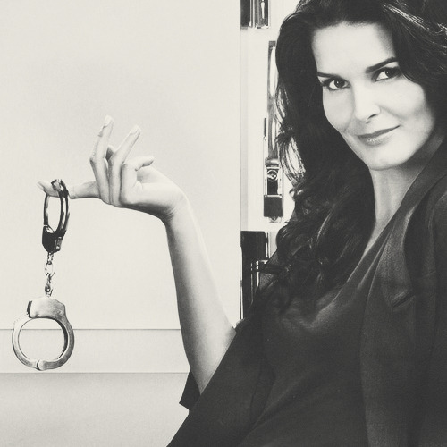 "TV's Sexiest Crime Fighters    Detective Jane Rizzoli (Angie Harmon), Rizzoli & Isles Jane Rizzoli may not have Maura Isles' schmancy designer wardrobe, but it's not like she needs it. The ultimate crime-fighting tomboy is all about taking names — namely Charles Hoyt's — in whatever fits. However, can you really dress down Harmon's smokin'-hot looks? Or buy that Jane was ""Roly-Poly Rizzoli"" back in the day?"