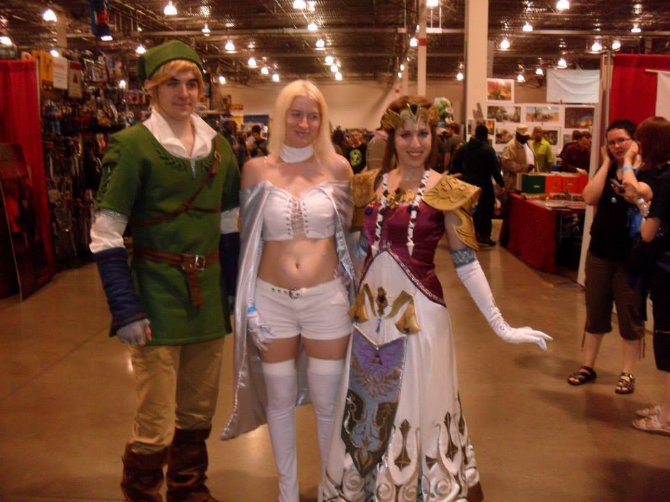 A couple more from Saturday at MCCC 2013.  Link & Zelda! Hercules, Echo, Emma, and Tony Stark! Goliath!