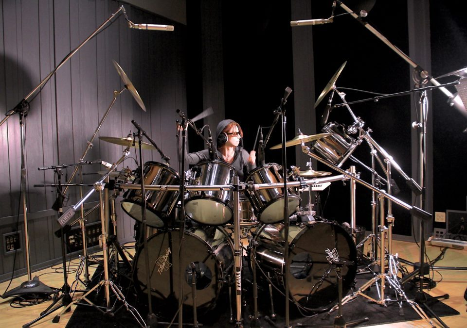 eyesloveu:  Recording 2 days non stop.. Keep on fxxkin Rockin..!  Yoshiki