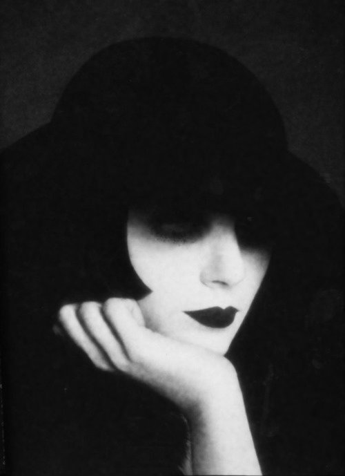 spiraphobia:  von-black:  Serge Lutens, Despointes (Unknown Lady In A Hat), 1972  Doesn't she remind you of her.