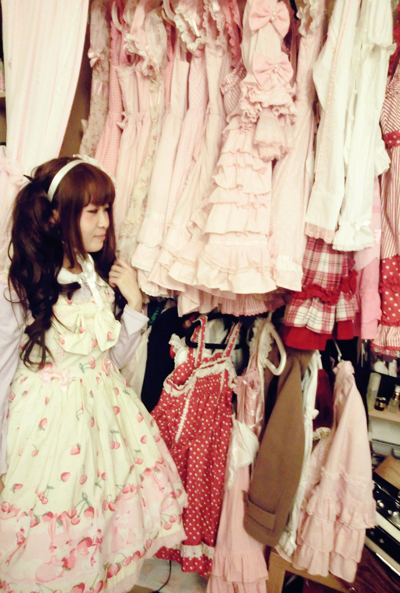 My friend's wardrobe. Yeah, I was dreaming when I saw it!  JSK: Angelic Pretty Headbow: Angelic Pretty