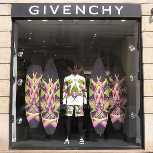 I'm finding that #Givenchy has become one of the most influential designers in mens #Fashion. #RicardoTiscis Empire has a huge infuence on the way men dress with his amazing patterns and incredible work with black garments. Pictured is the birds of paradise print from 2012. #Fashion #Melbourne