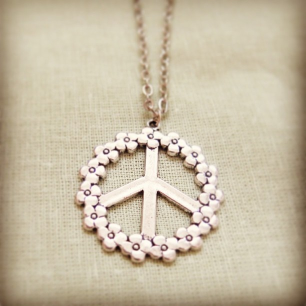 #peace and #daisy necklace- available to buy online at only £6!!!