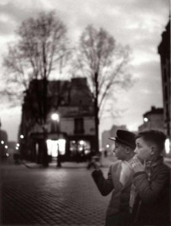 Izis – Place Falguière, Paris, 1949