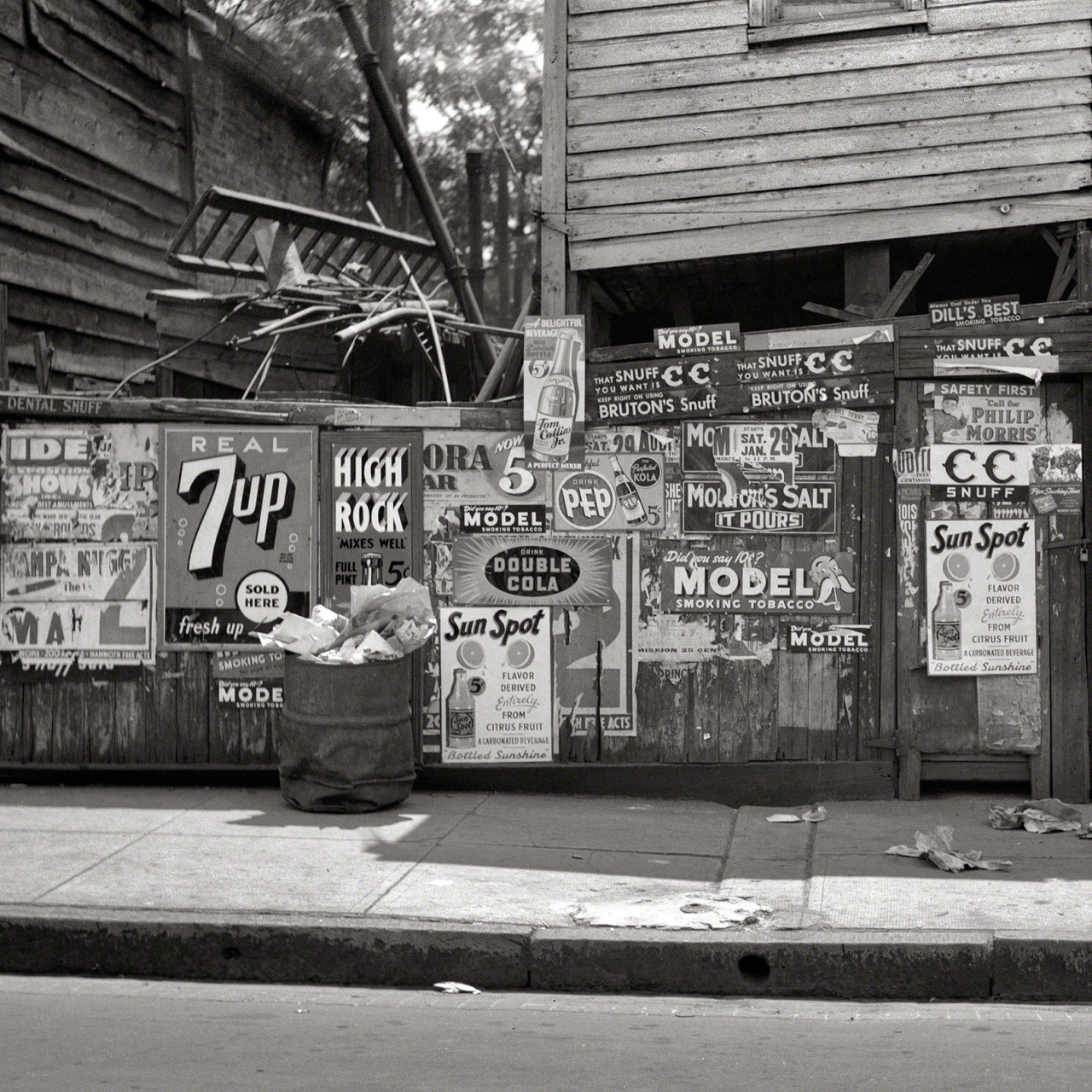 Rear of grocery store in Baltimore (detail), July 1938 via Shorpy
