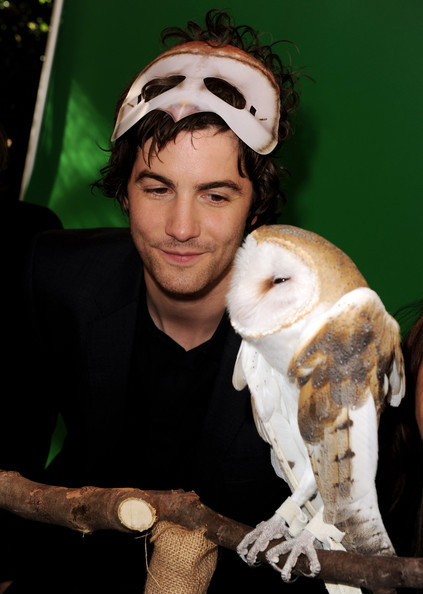 "Jim Sturgess Pictures - Premiere Of ""Legend Of The Guardians: The Owls Of Ga'Hoole"" - Pre-Party - Zimbio on We Heart It - http://weheartit.com/entry/49395634/via/strawbeeea"