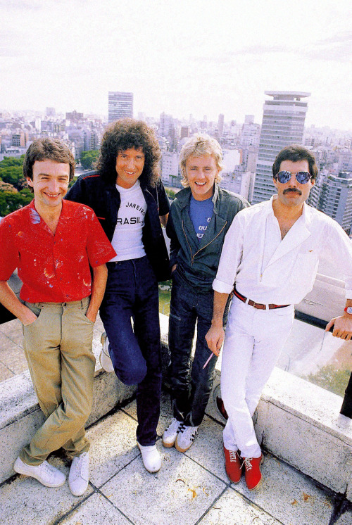 http://fuckyeahmercury.tumblr.com/post/50359244701/queen-in-south-america-1981