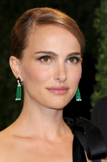 It was a night for earrings! If you ask us, the hottest body part to accessorize at last night's Oscars was the ears. From Miley's multi-studded ear (great ear styling, girl) to Natalie P.'s emerald danglers, such great choices. Shop Style Queen earrings here.