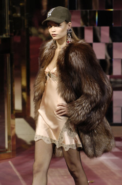 saloandseverine:  Natasha Poly at Dolce & Gabbana Fall 2004