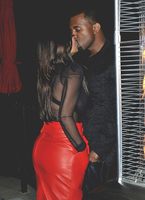ma-senko:  kimye too cool, kissin with their hands in their pockets