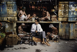 Shoe repair in India, by Steve McCurry The world-renowned photographer Steve McCurry steps down from his altar frequently and talks to the masses through his blog. Jokes apart, he often makes a scrutinous job through his vast photographic archive. He picks up a theme, edits a bunch of photos within this theme along with some phrases and uploads it all to his Wordpress account. Today the subject is work: Grief, Grind and Glory of Work. He started the post with a very sad state about the recent tragedy in Bangladesh. Images and phrases illustrate it beautifully, a very deep work that cannot come from anywhere but the heart. Worth subscribing to his blog's rss feed!