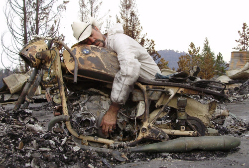 tar-snakes:  Motorcycle Man Overcomes Huge Loss in Colorado's High Park Fire Jim Key lost his home, shop and his beloved motorcycle to the Colorado fires of 2012. Sad. Sad. Sad.