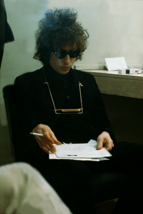 therainydaywoman:  Bob Dylan, backstage 1966.